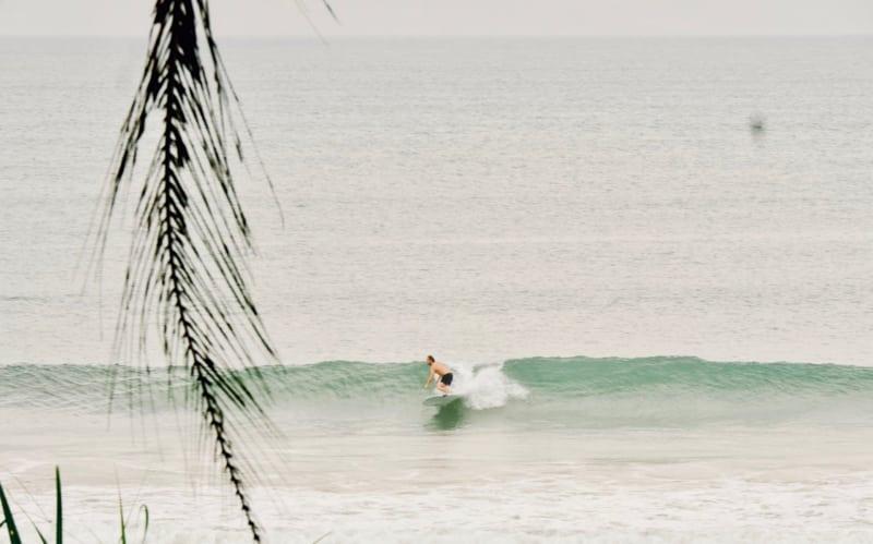 Damien sur la droite de S K Town - Chipiron Surf