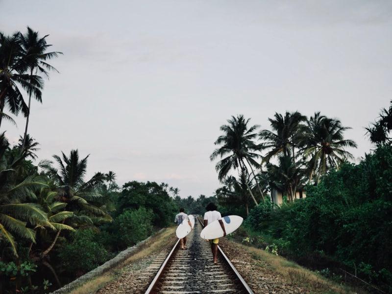 La voie de chemin de fer au fond du jardin - Chipiron Surf