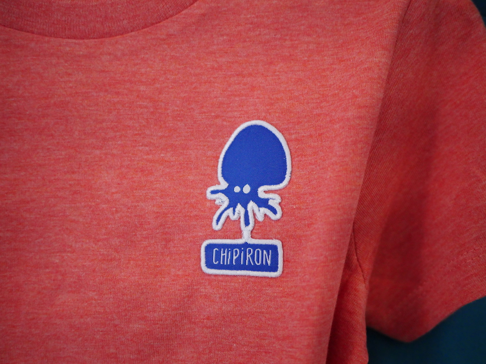 détail tshirt Mini patch kid rouge chiné