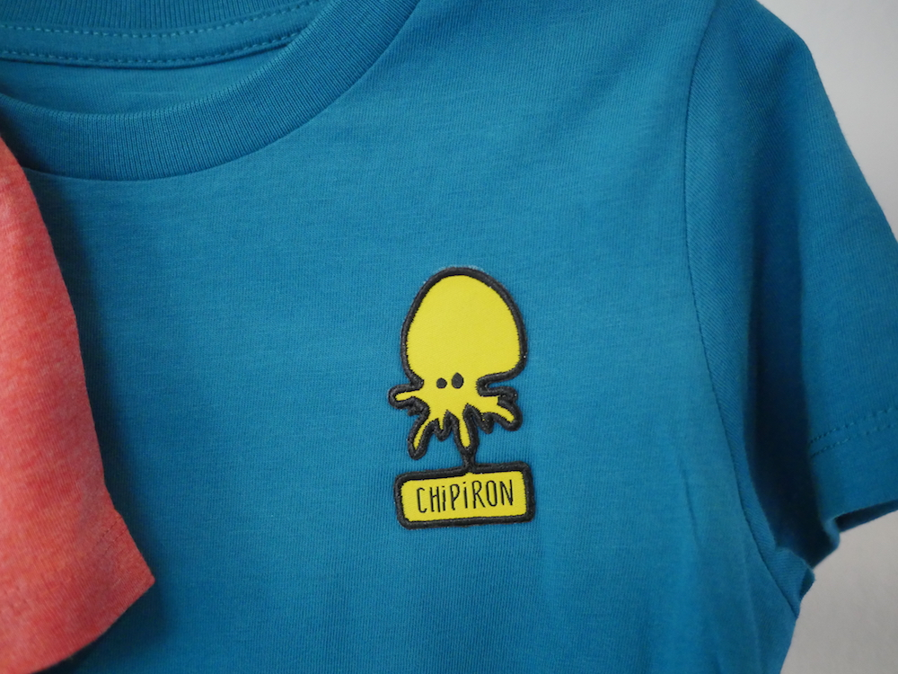 détail tshirt Mini patch kid bleu