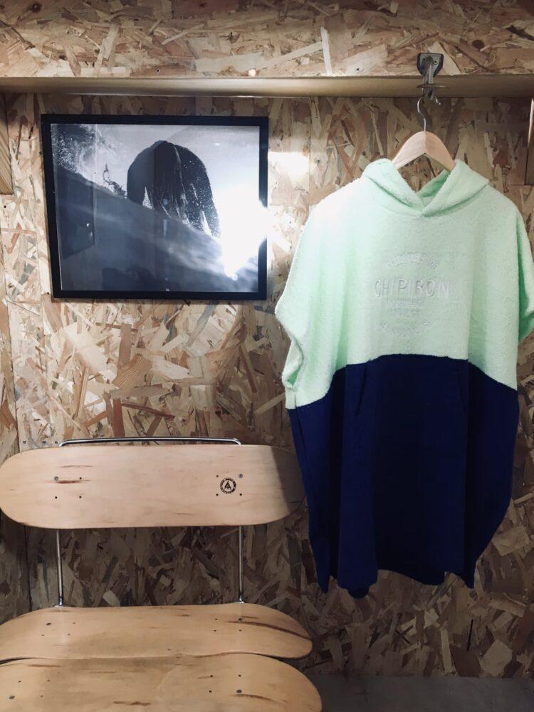 poncho de surf club de surf chipiron surfboards enfant lime et bleu