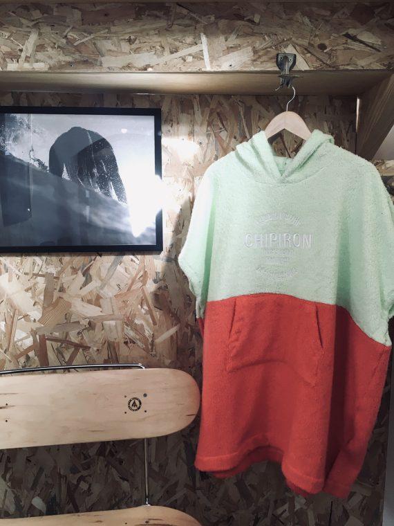 poncho de surf club de surf chipiron surfboards enfant saumon et vert
