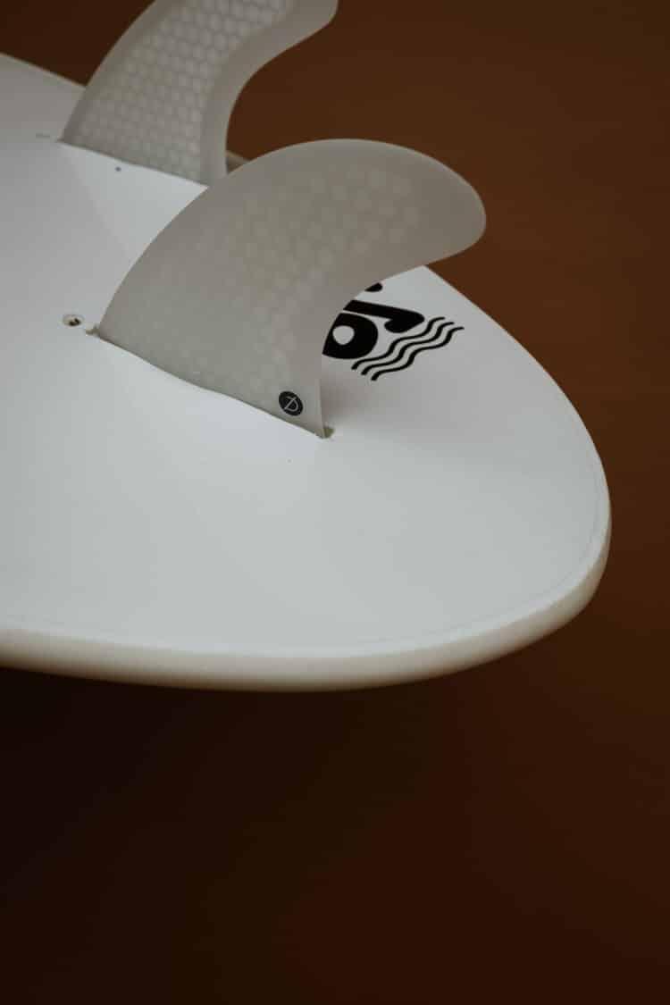Détail du tail et dérive Gambas 6'0 planche en mousse Chipiron Surfboards