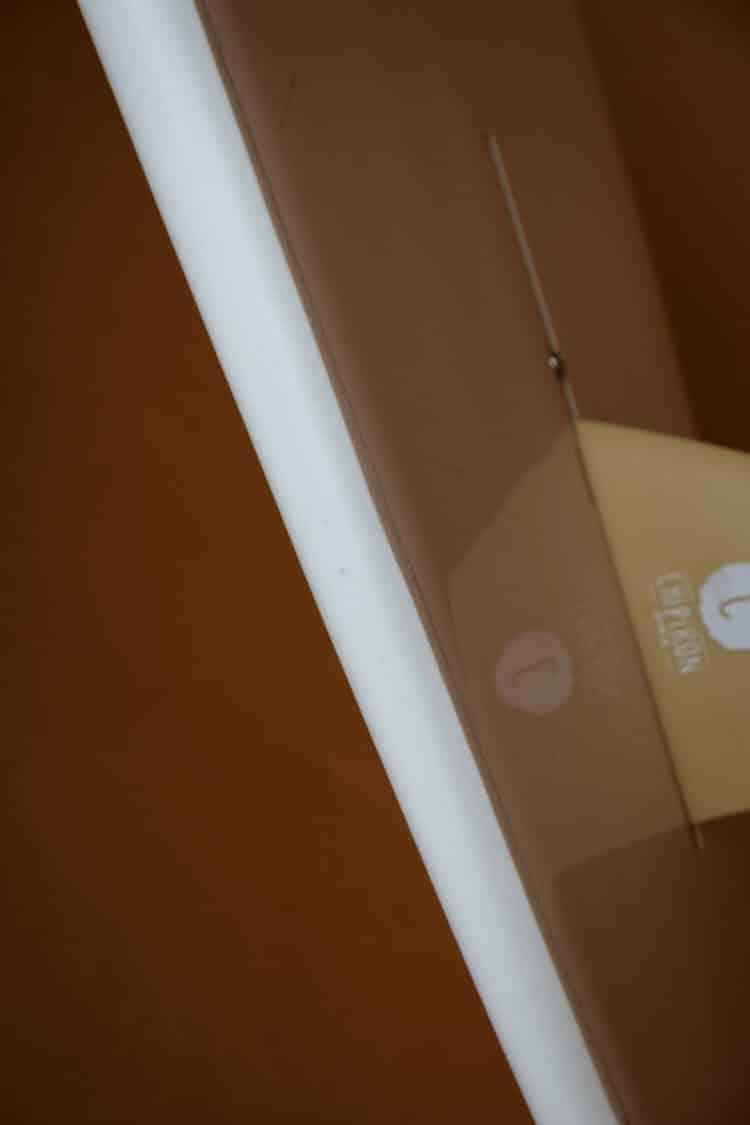 Détail boitier dérive planche de surf en mousse Petite Saucisse 8' details Chipiron Surfboards