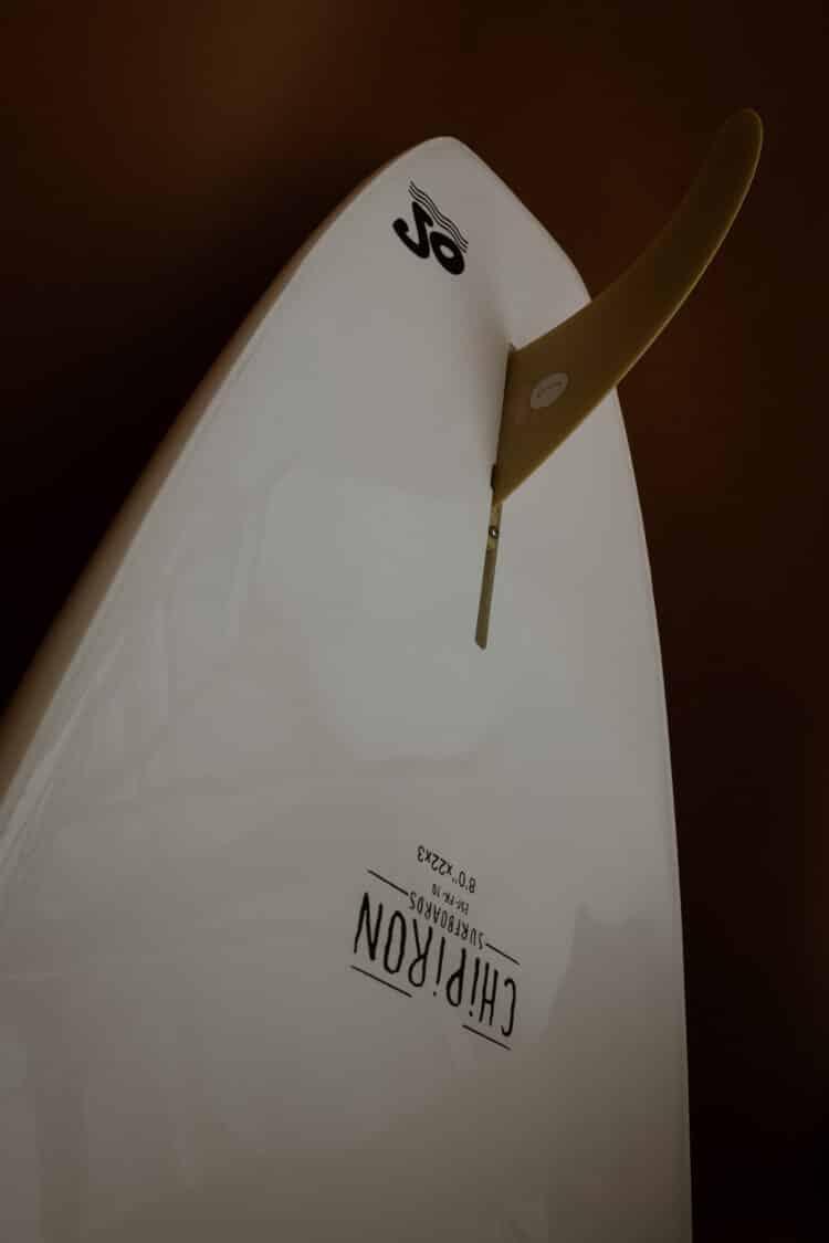 Détail dessous planche de surf en mousse Petite Saucisse 8' details Chipiron Surfboards